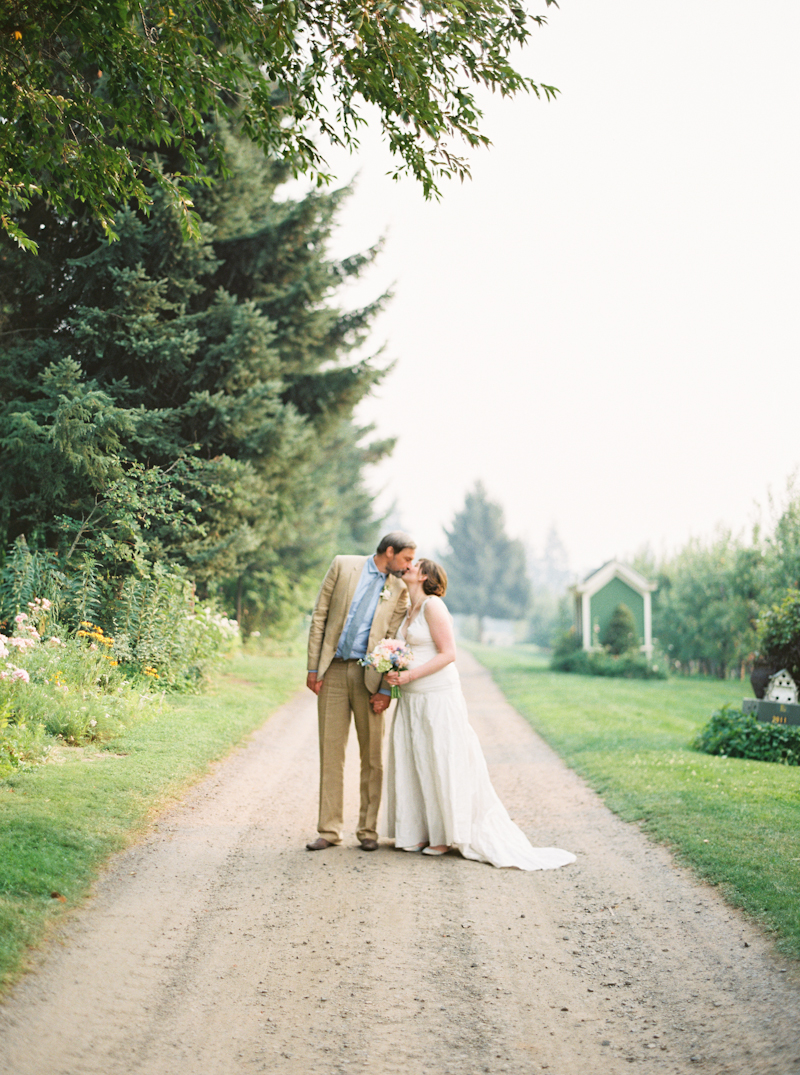 mt-hood-organic-farm-wedding-film-040.jpg
