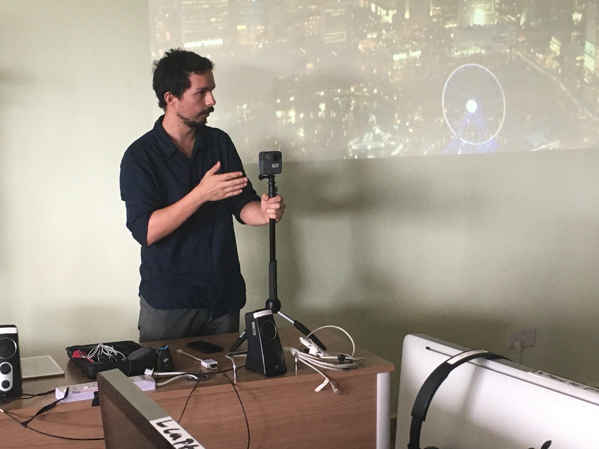 Nicolas Cuellar showing of the 360 video camera (GoPro Fusion)