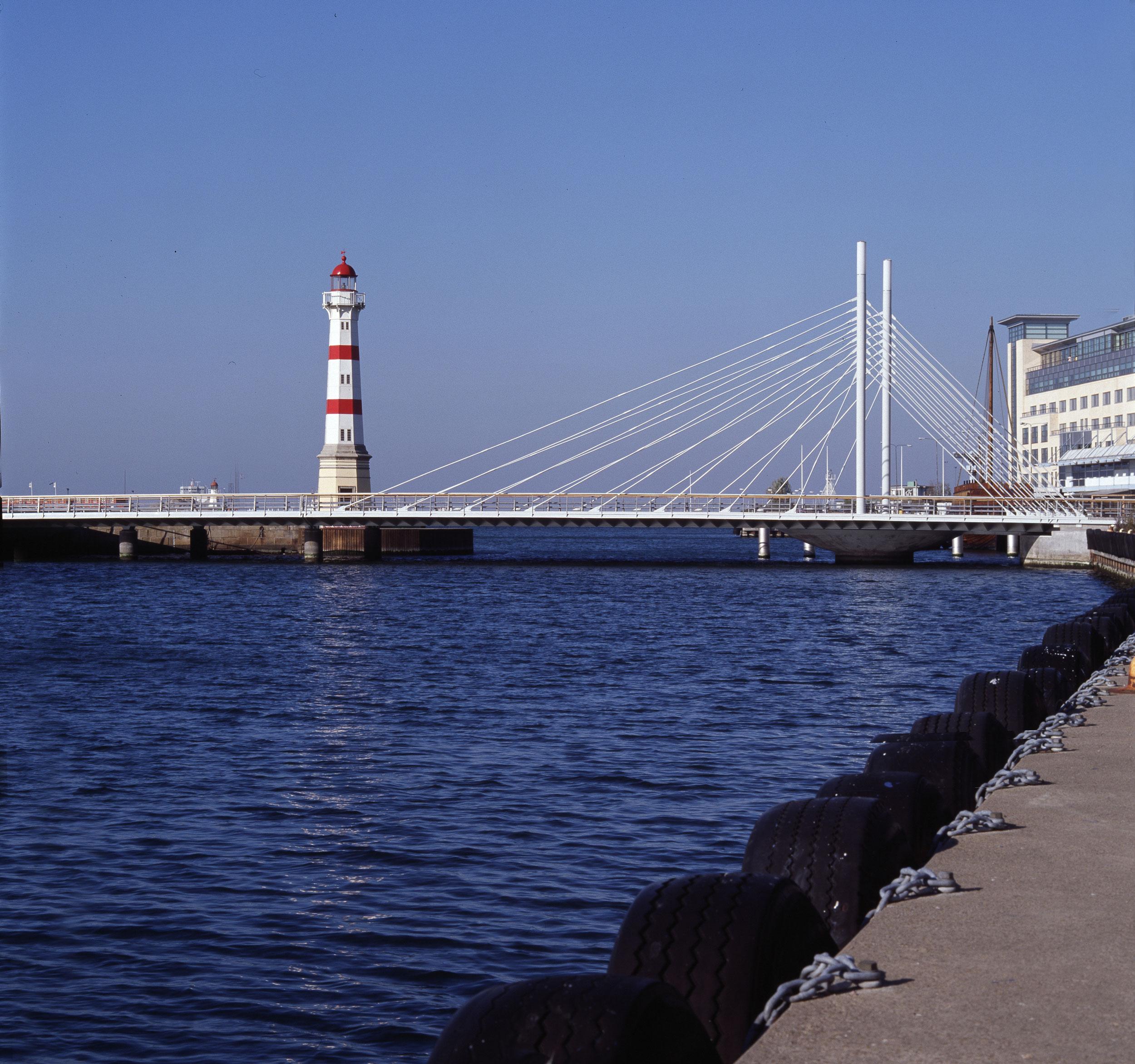 _malmoe-university-bridge-(3).jpg