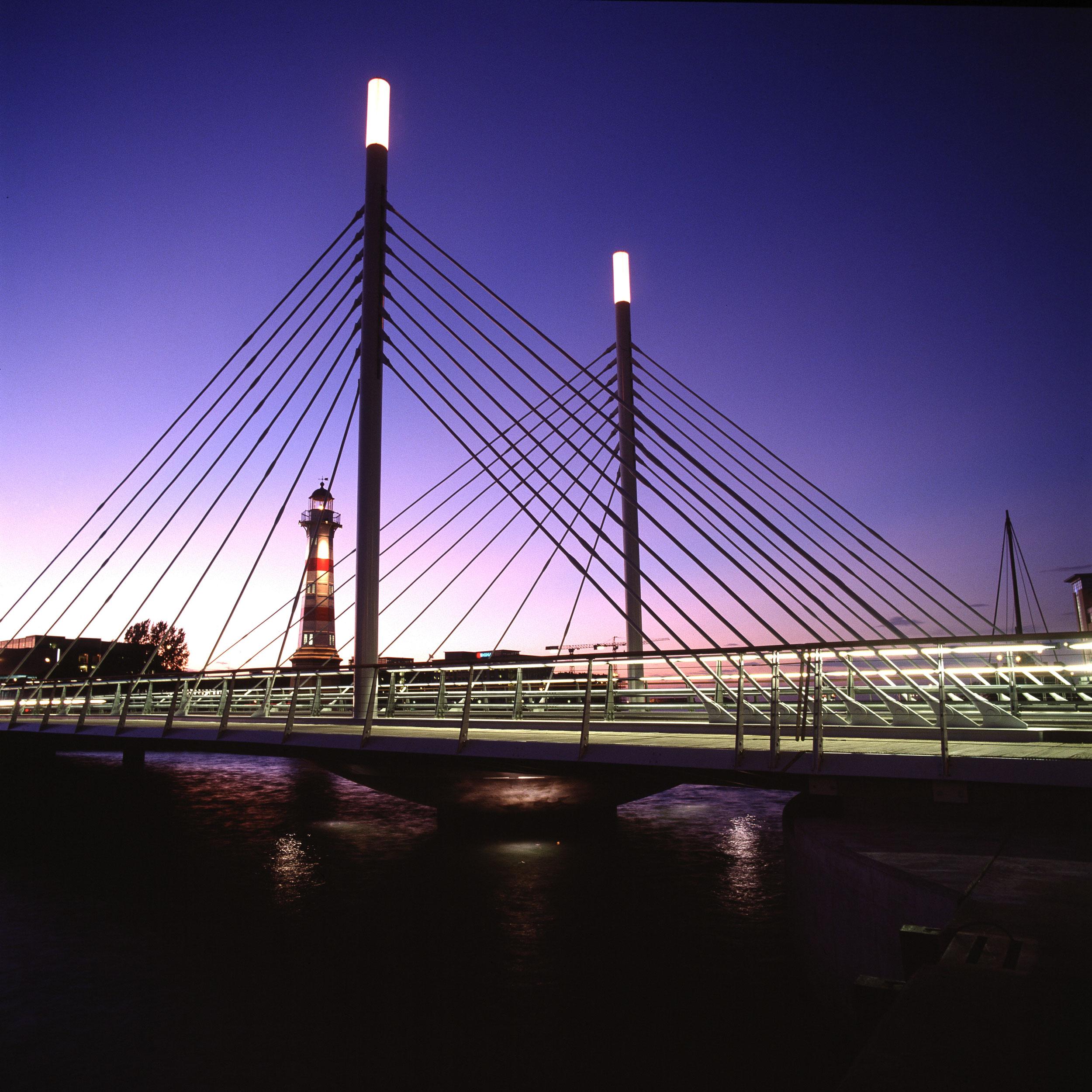 _malmoe-university-bridge-(8).jpg