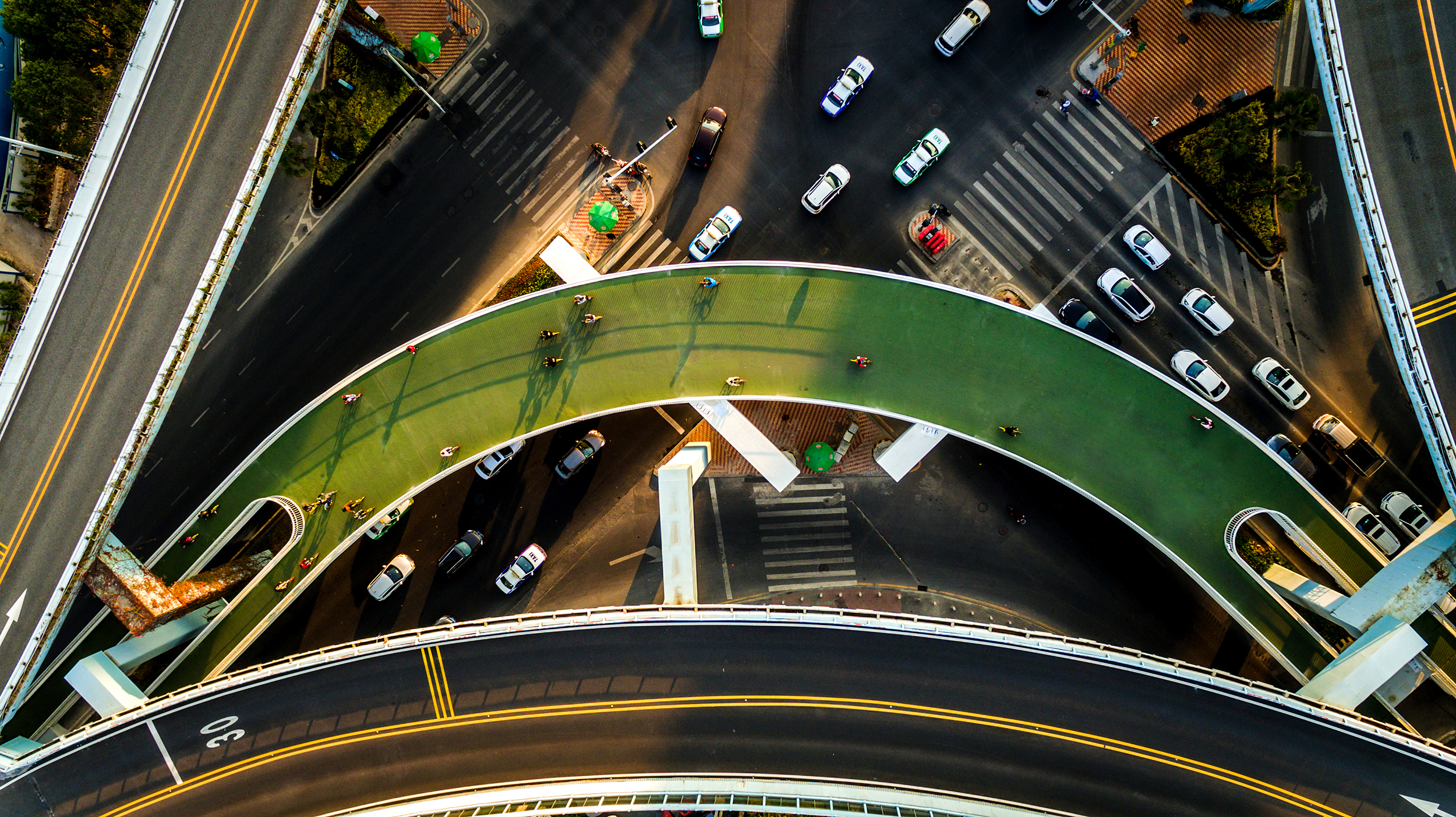 dw-xiamen-bicycle-skyway-aerial-curve