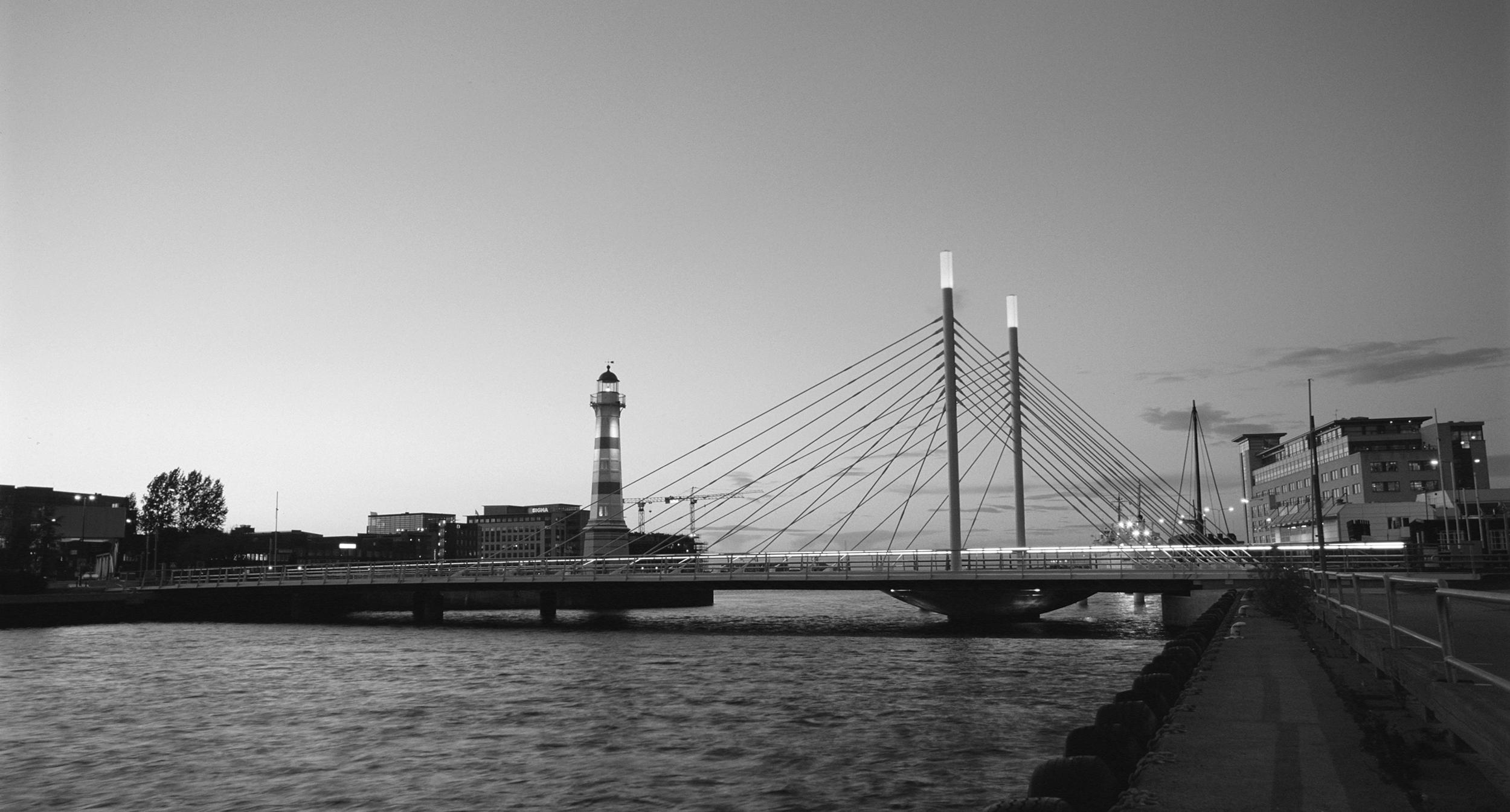 Beautiful Architecture Award, The City of Malmö 2005    The University Bridge  receive the Beautiful Architecture Award, given by the City of Malmö for the bridge's impact on the urban environment.