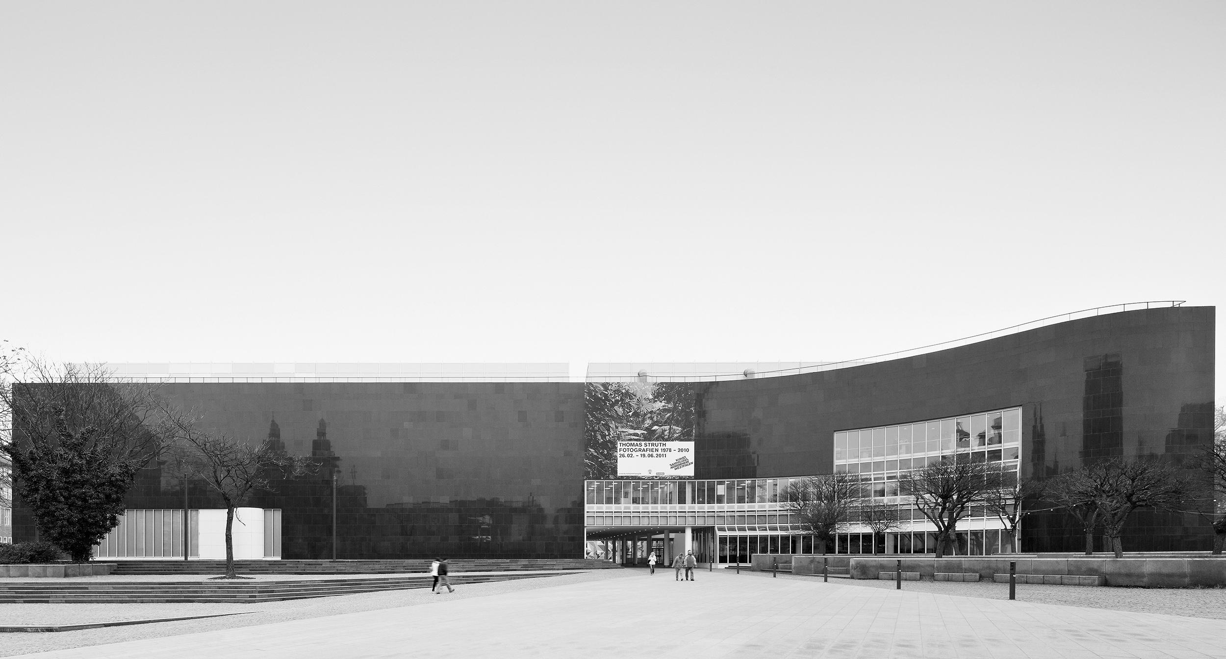 BDA Award, Schleswig-Holstein 1990    Kunstsammlung Nordhrein-Westfalen  receives the BDA Award (Bund Deutcher Architekten) in Schleswig-Holstein.