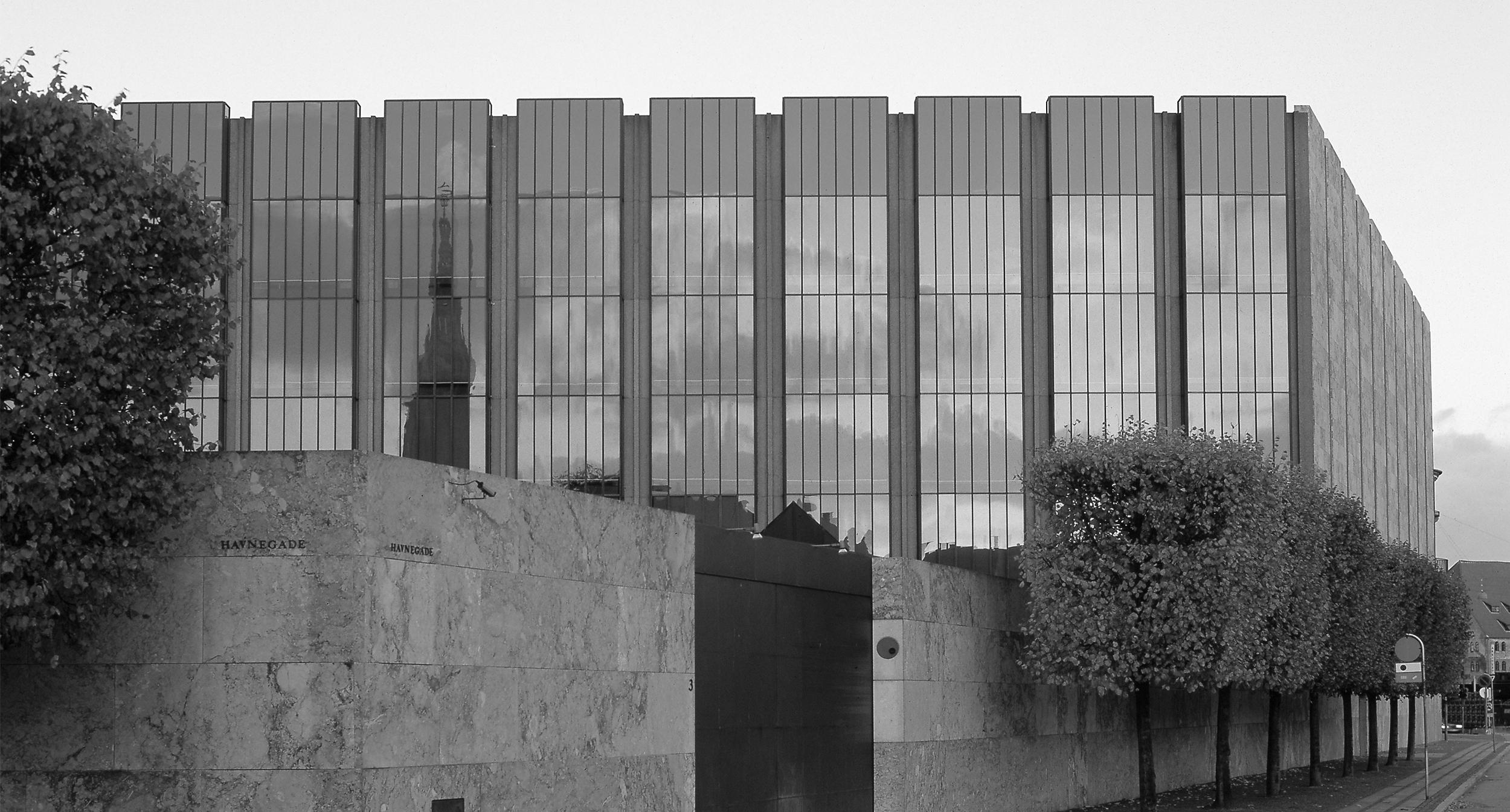 The Aluminium Award 1975    Hans Dissing and Otto Weitling receives the Aluminium Award for the design of The Danish National Bank.