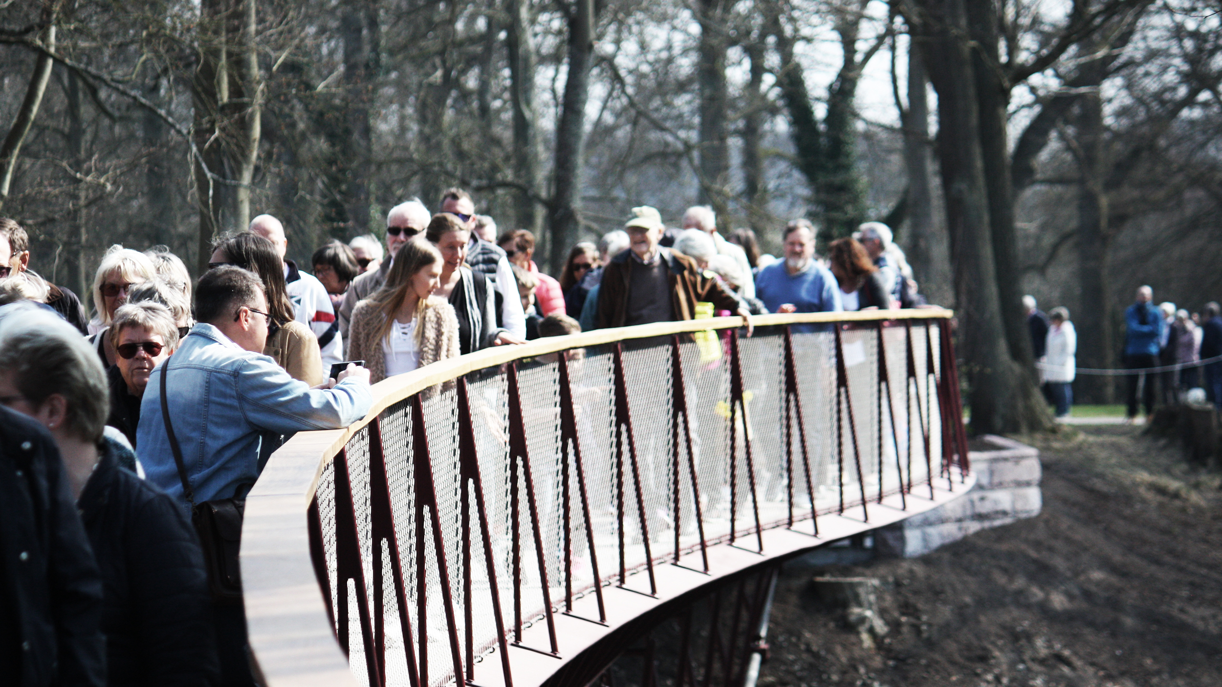 dw-sofiero-footbridge-opening-people.jpg