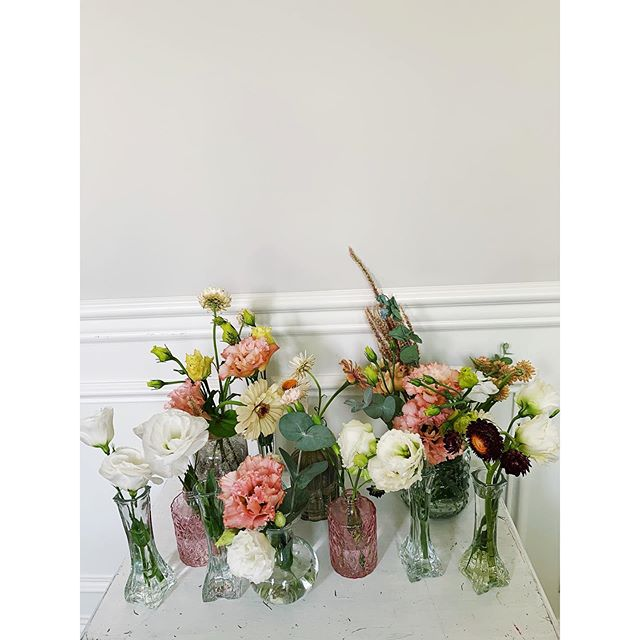 I realize more and more as I try to make clients dreams come to life, my heart rejoices in the simple. Here's a snippet of the many vases that lined our dinner table tonight filled with love & laughter.  #artofvisuals #beautyyouseek #beauty+joy #beinspired #creativelife #floralmagic #mytinyatlas #moodforfloral #pursuepretty #lulamoss #liveauthentic #acolorstory #dsfloral #nashville #nashvilleflorist