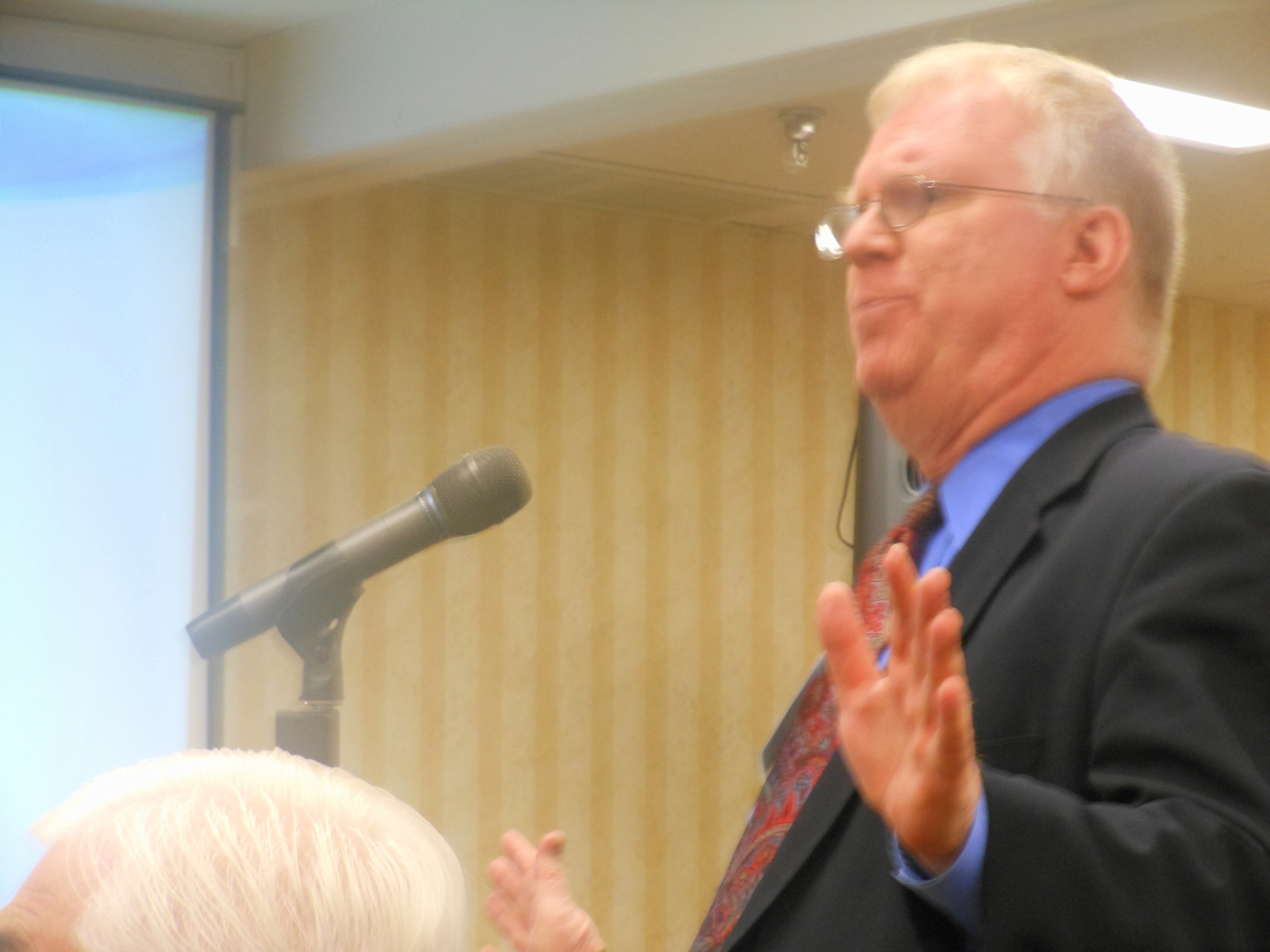 Kevin Paulson addresses the Theology of Ordination Study Committee at its final meeting near Baltimore