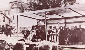 Ellen White standsat the dedication of Loma Linda Sanitarium April 15,1906.