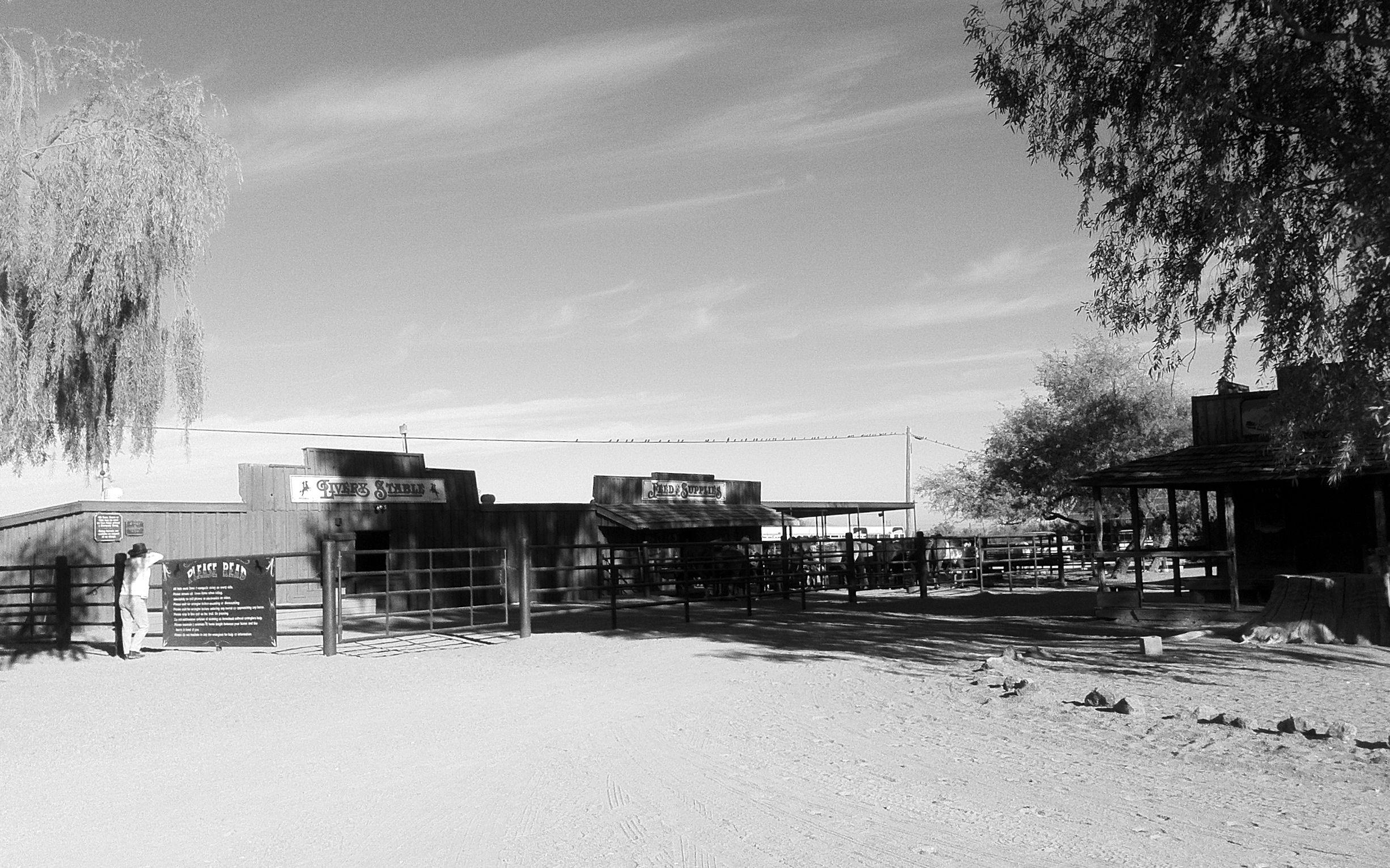 Bei diesen Stallungen wurden die Pferde gesattelt an die Reiter übergeben.