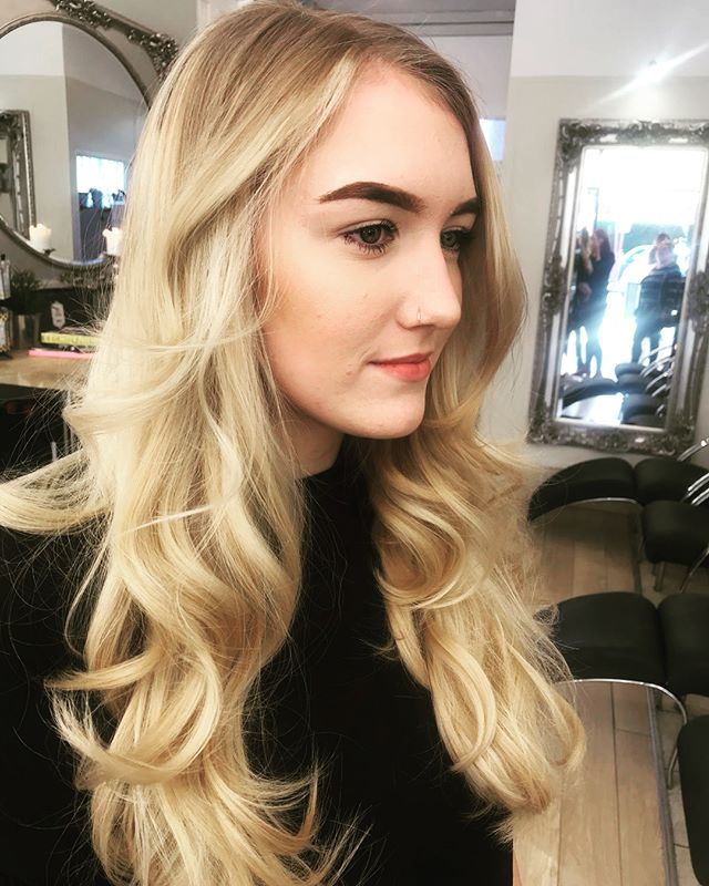 Blonde Balayage created by our Salon Manager Michelle 💇🏼✨ #blonde #balayage #balayageblonde #artist #hairdressing #hair #curly #blowdry #bouncy #wella #bleach #radlett #salon #hairstyles #haircolor #hairart