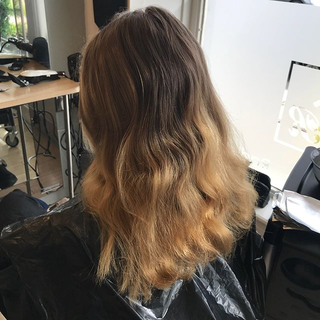 Freshened up balayage in our harpenden salon by Jenna. Come on in for a consultation to have your own balayage  #fresh#freehand #hair#harpenden