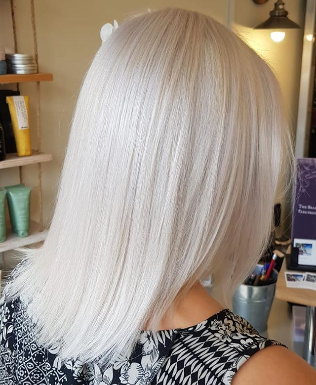 Full head bleach with platinum toner by our Senior Stylist Max ☁️✨#bleach #blonde #wella #blondor #light #platinum #colour #hair #hairdressing #snow #ashblonde