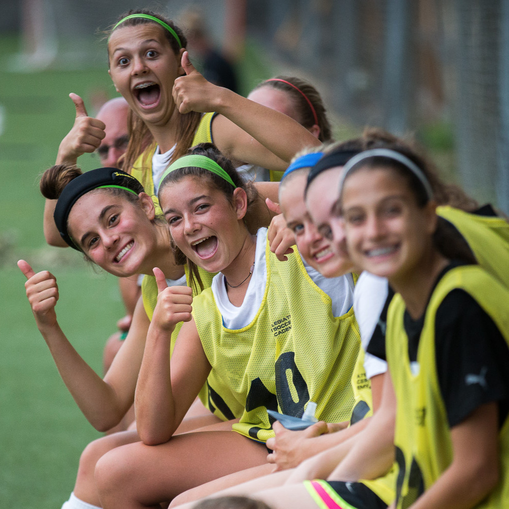 How to find a recruiting soccer camp image with girls