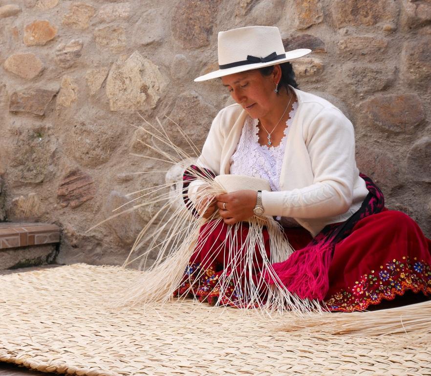 ATMA hat weaver at Sigsig .  Photo Pachacuti    panamas.co.uk