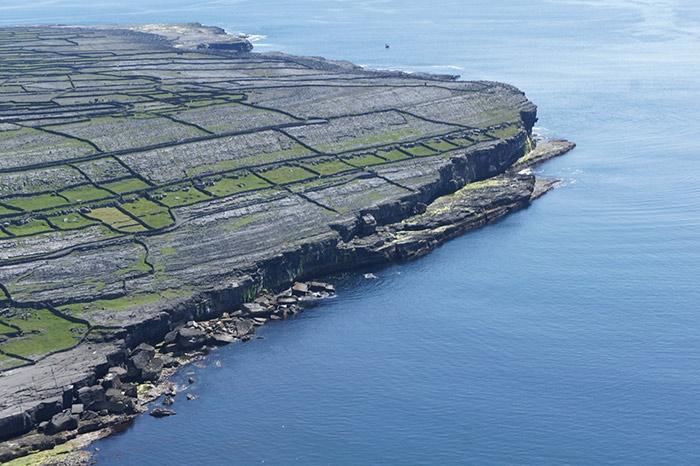 The limestone walls and cliffs of Inishmann  Photo   aranislands.ie