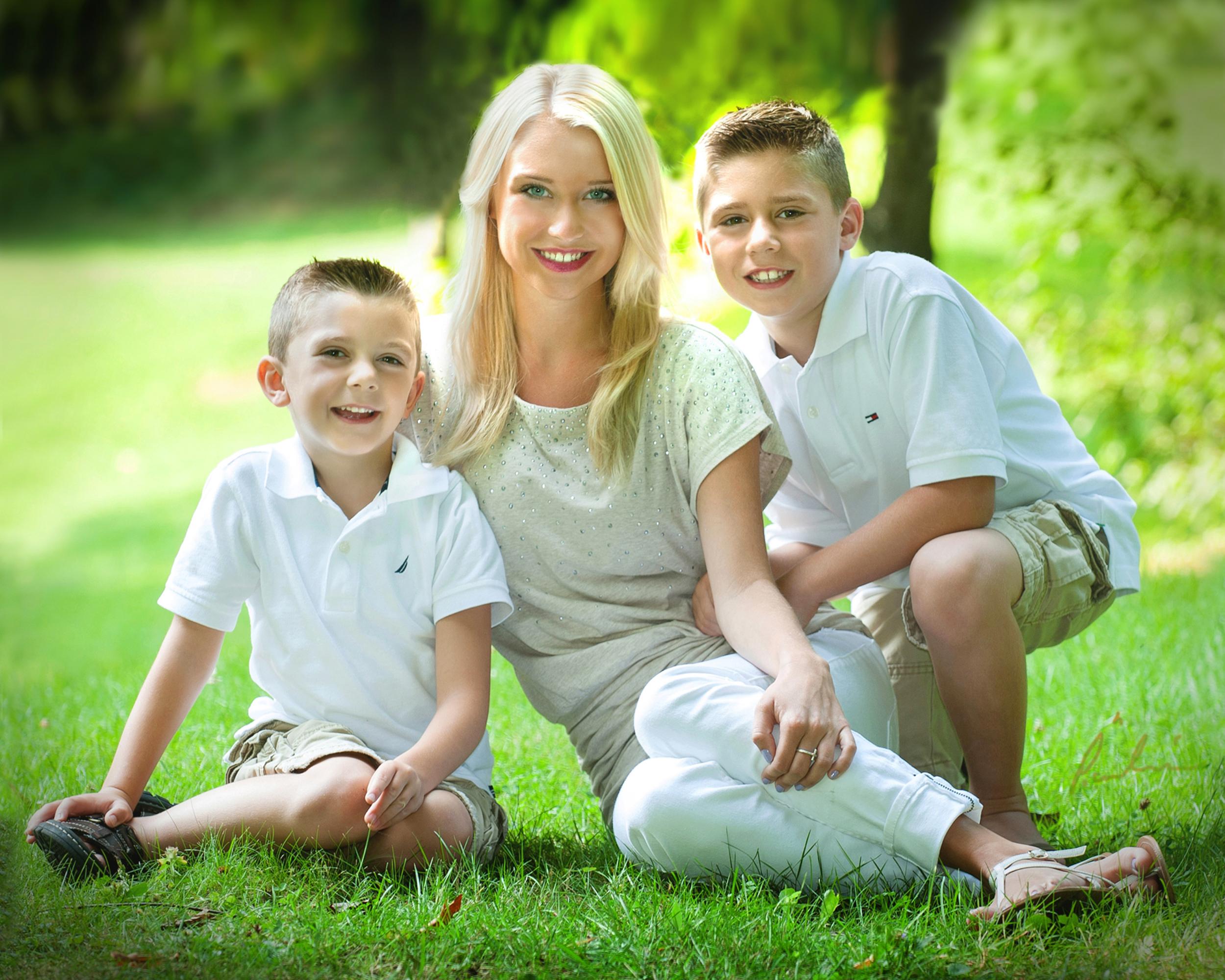 FAMILY 20X20.jpg