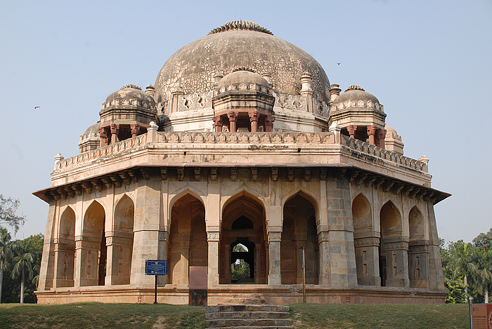 india-2011-lodhi-gardens-in-new-delhi-2-700x700.jpg