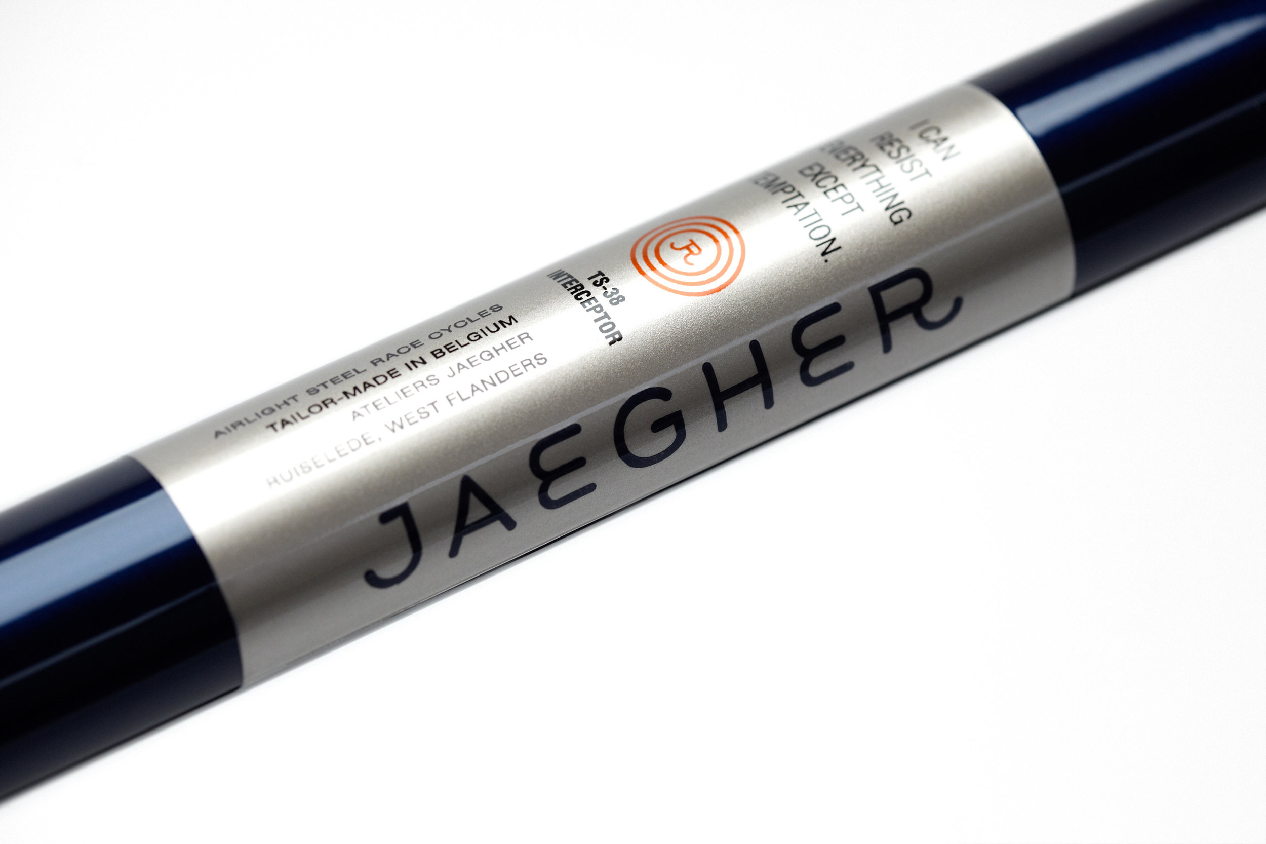 Jaegher-–-Airlight-Steel-Race-Cycles-rennrad-bicycle-minimal-branding-by-jelle-marechal-mindsparkle-mag-2.jpeg