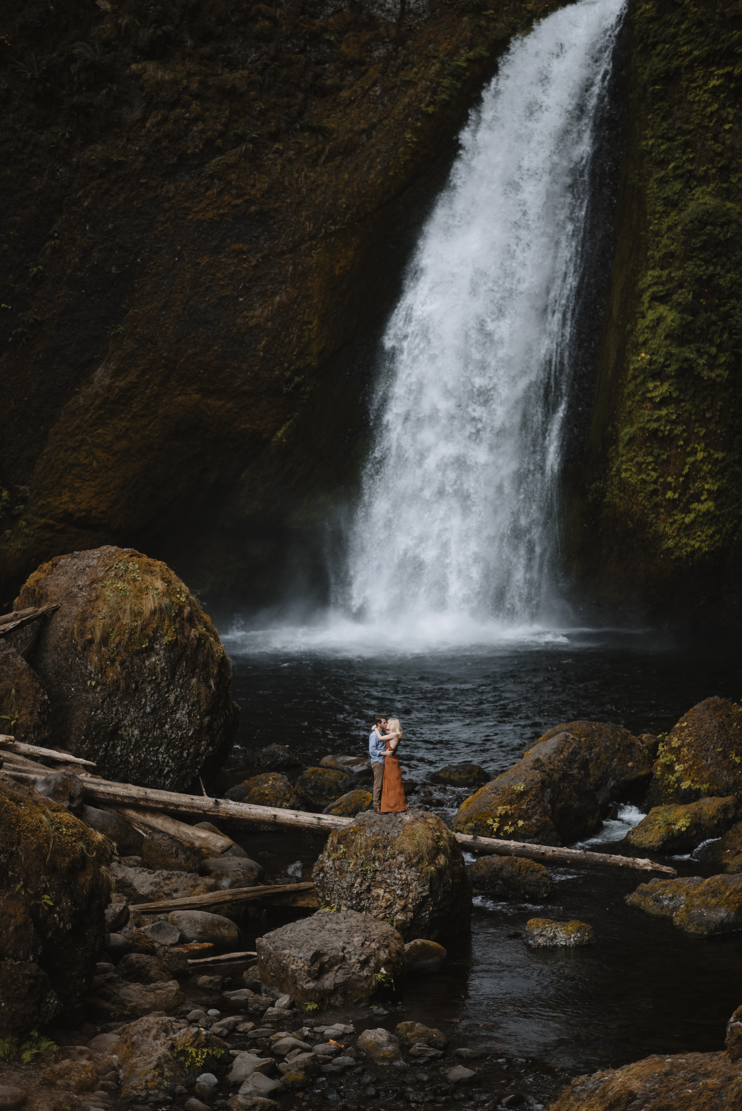 Columbia River Gorge Oregon Adventure Couples Photographer 34.jpg