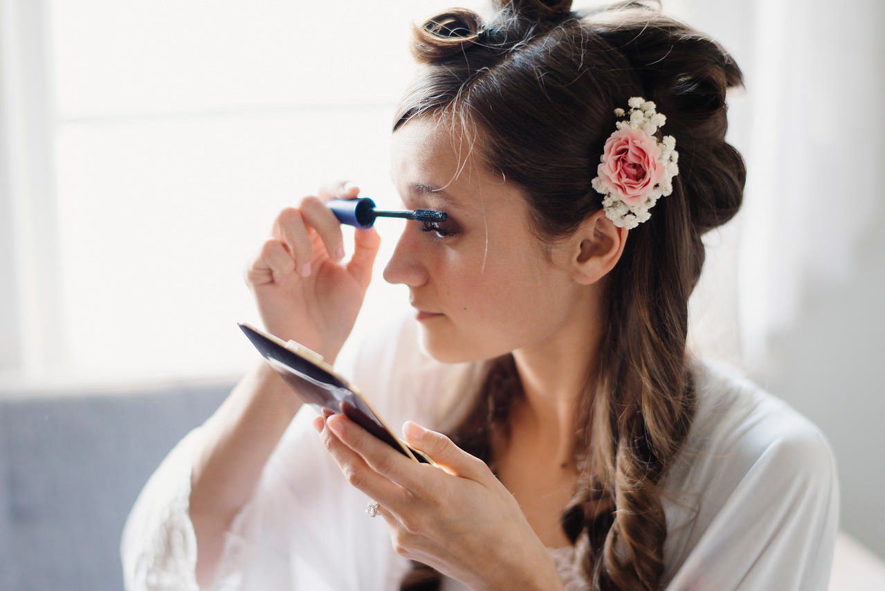 A lovely bride applies her makeup for her Buffalo River wedding by arkansas destination wedding photographers colby and jess.