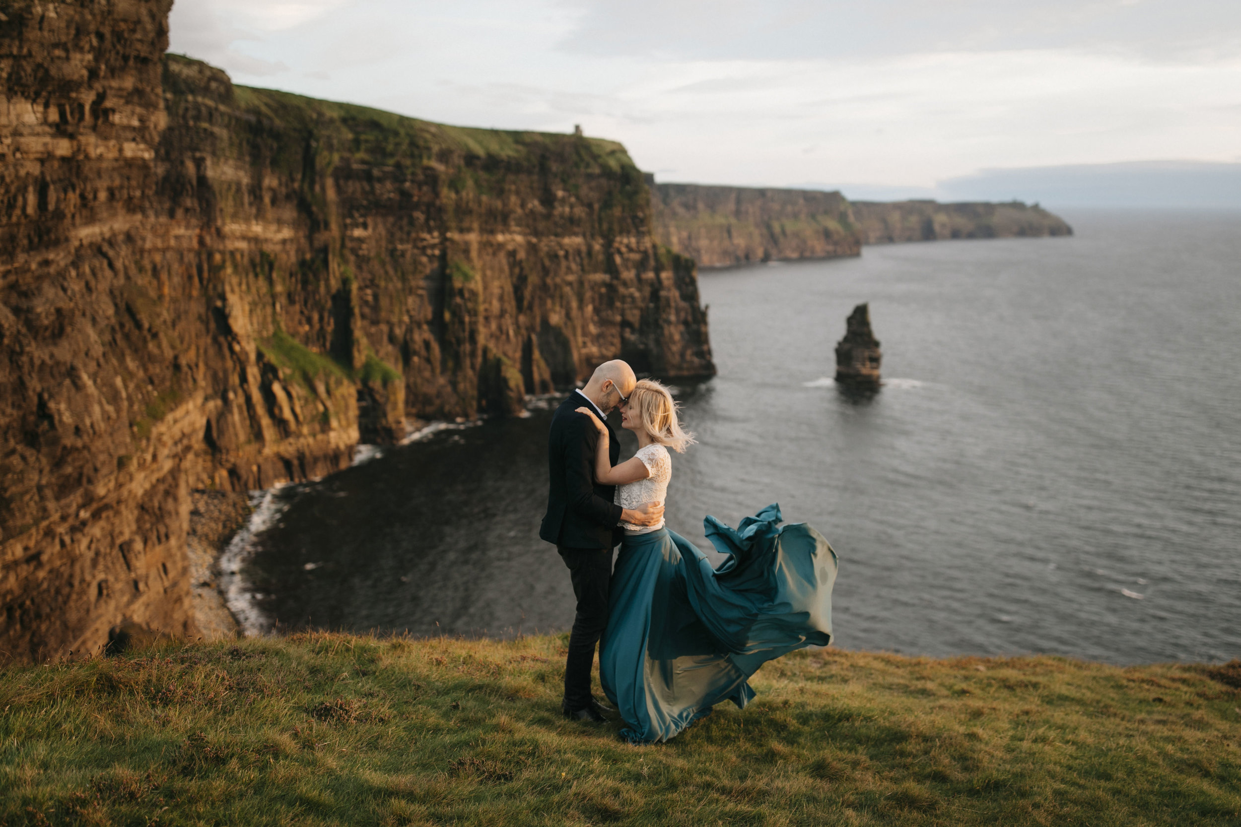 a romantic anniversary session during sunset at the cliffs of moher by adventure photographers colby and jess