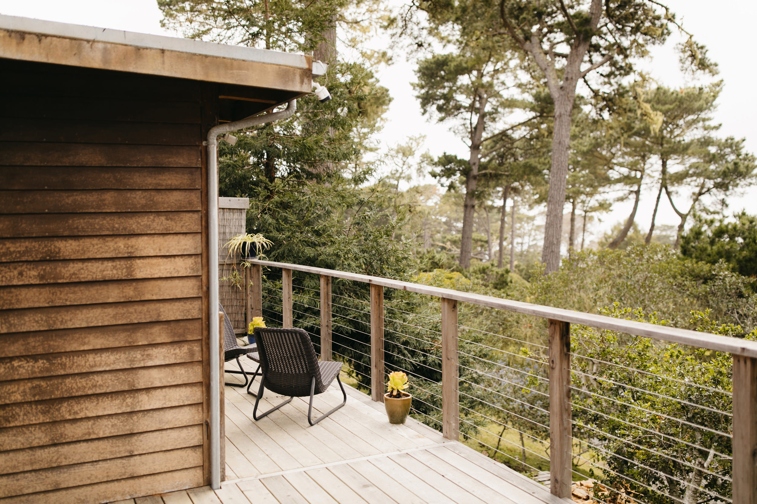 A cabin in Big Sur where the couple gets ready before their Adventurous Big Sur Elopement by Destination Elopement Photographers Colby and Jess.