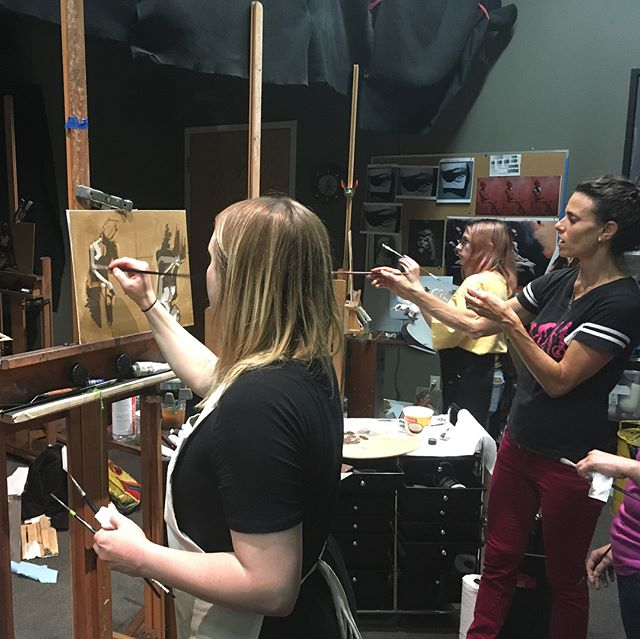 We are so excited to have the lovely and skillful @jenniferbalkan in the house teaching a 3 day figure painting workshop. Day 1 was focused on value. #figurepainting #oilpainting #value #jenniferbalkan #workshop #araboston #academyofrealistart #learnthefundementals