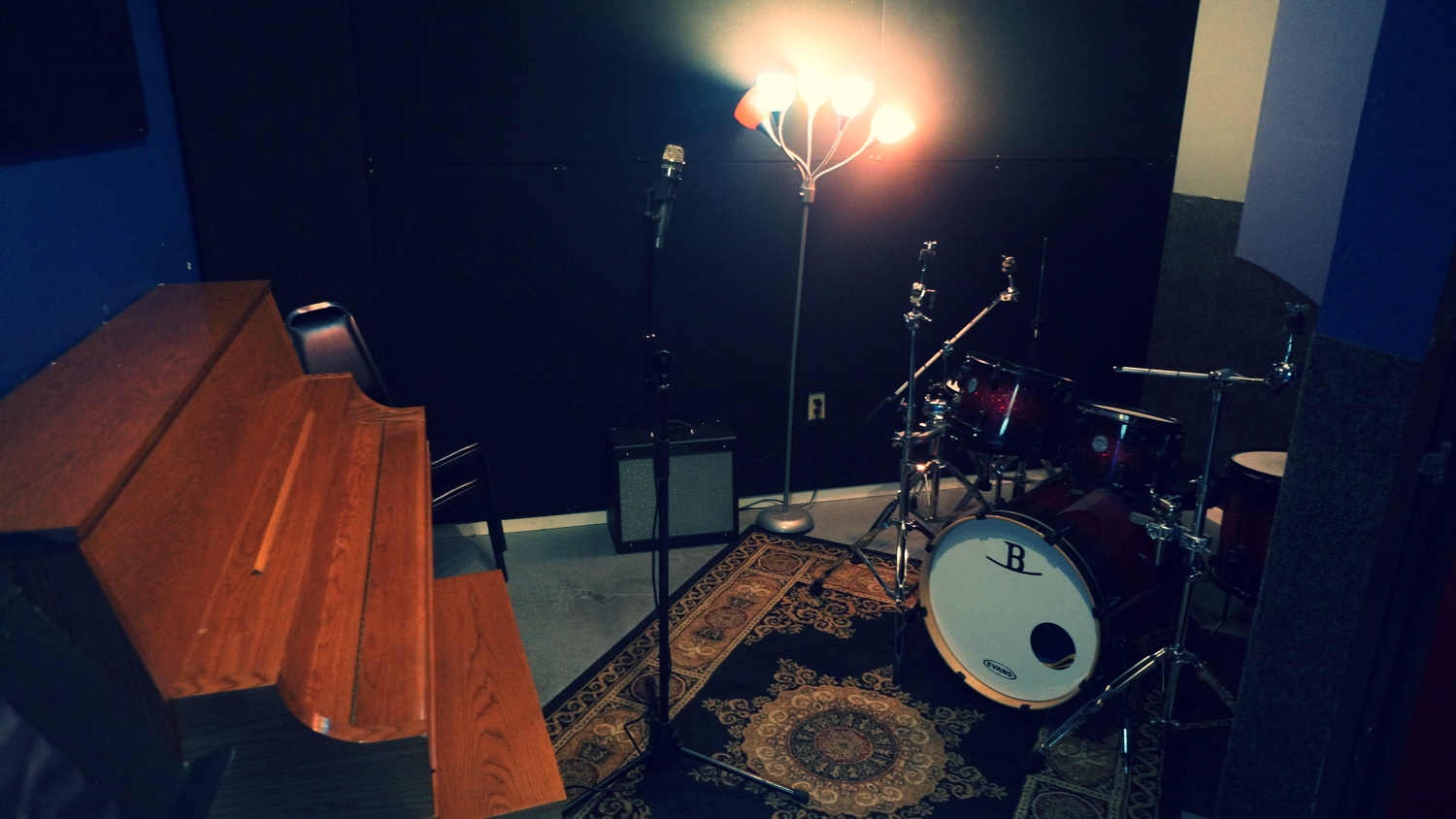 Room H  features a small 1000W QSC vocal monitor with microphone and effects, a nice upright piano, a Blues Jr. guitar amp and a Mapex Meridian drum kit. **Sorry, no bass rehearsals - the room is located close to our recording studio.