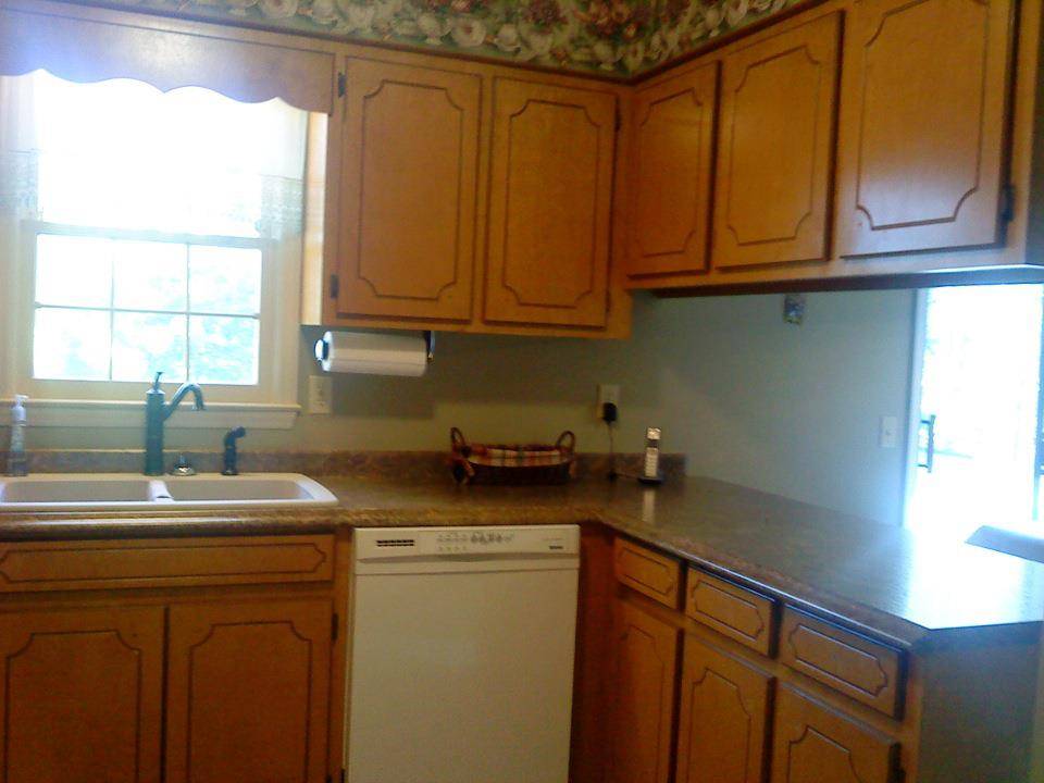cabinets_before.jpg