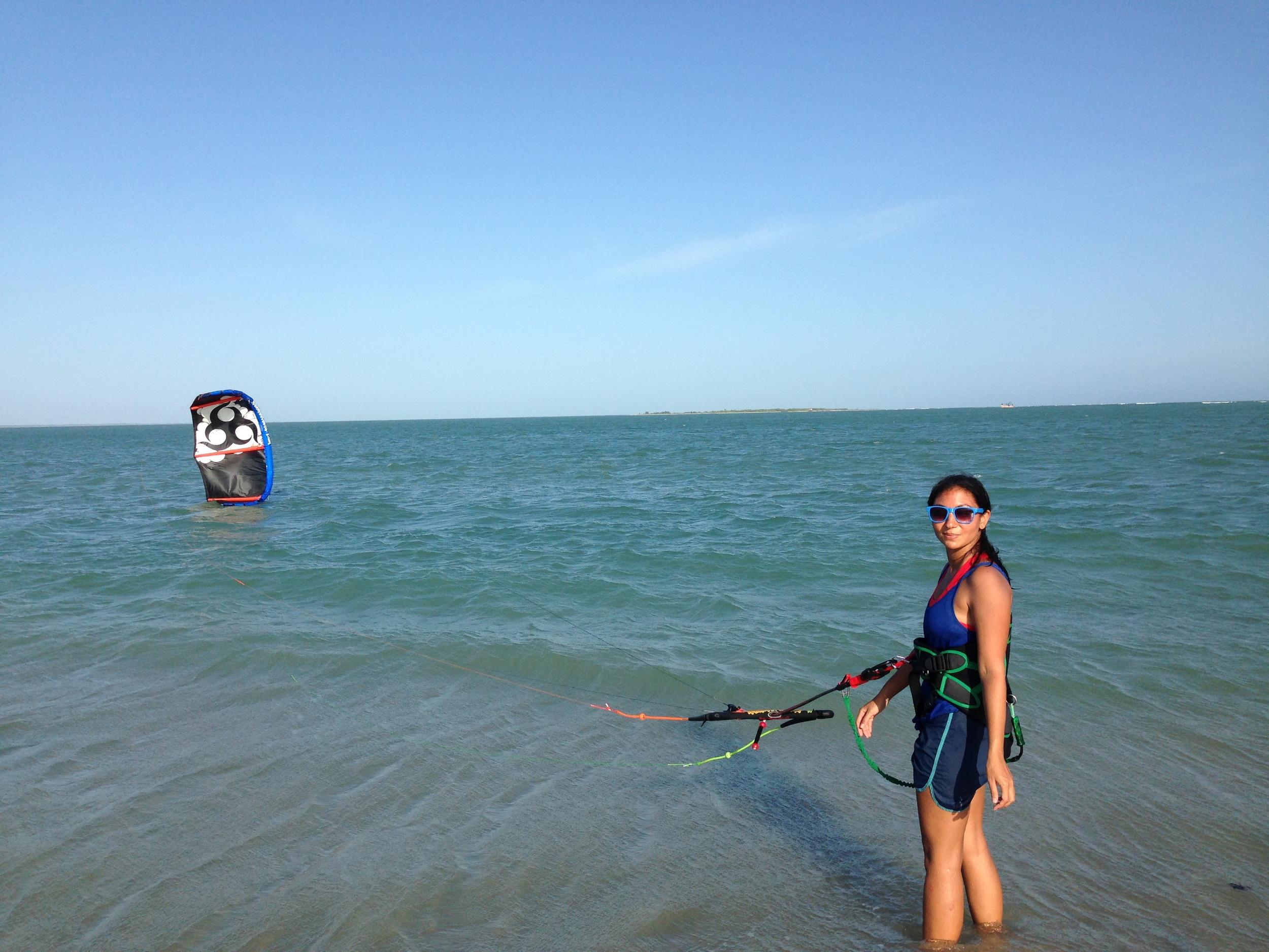 Simone takes a break- #Kitesurfing girls in India- #Wainman Hawaii Bunny 5m
