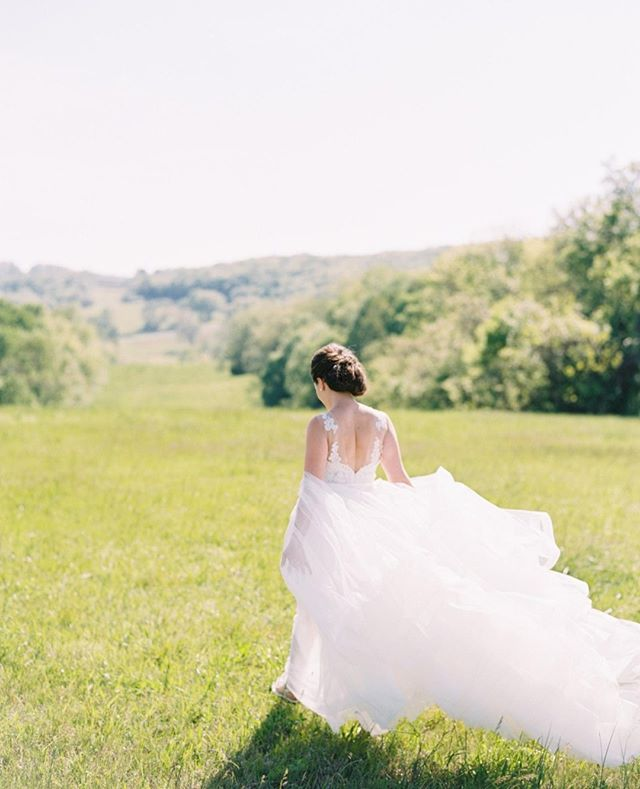 Everything is better with @bloomsburyfarm as your backdrop. #austingrosphotography