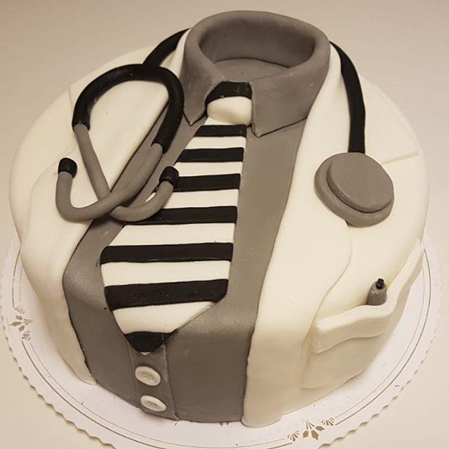 #muotokakku #lääkärikakku #kakkukahvilamirapoppins #sokerimassakakku