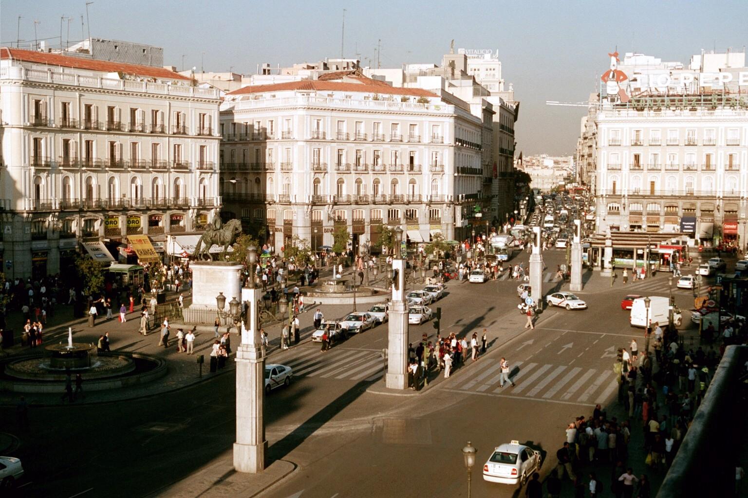 Puerta_del_Sol_(Madrid)_04.jpg