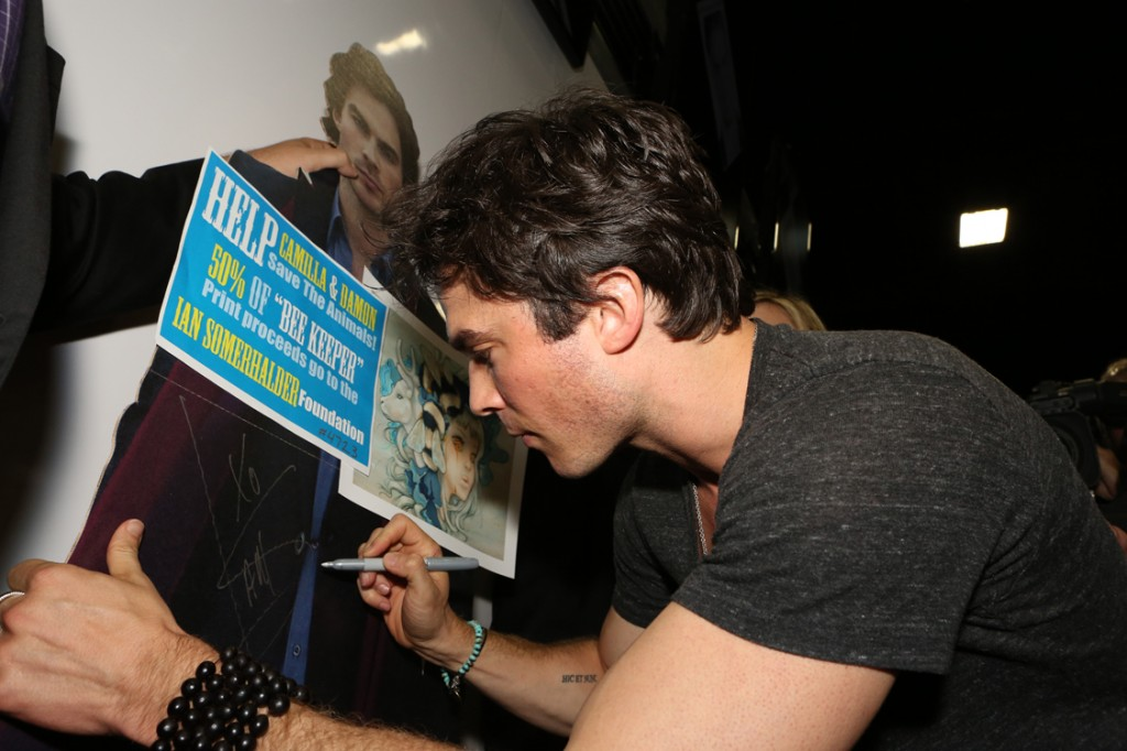 Ian Sommerhalder signing the Charity Print Cut Out