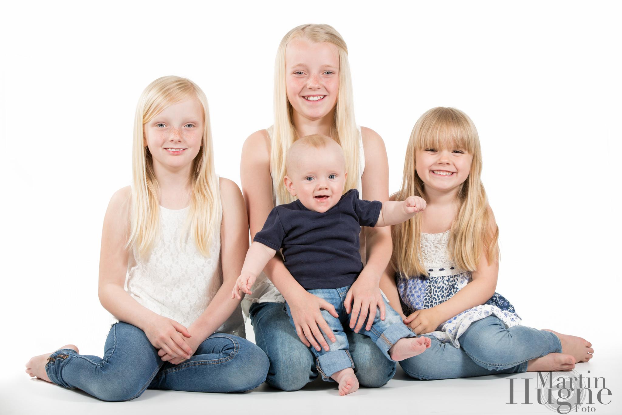 syskonporträtt vit bakgrund.jpg