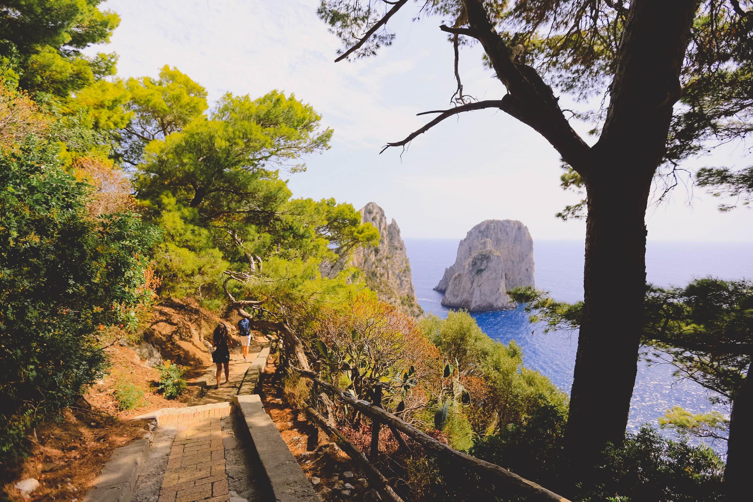 The hike down to La Fontelina