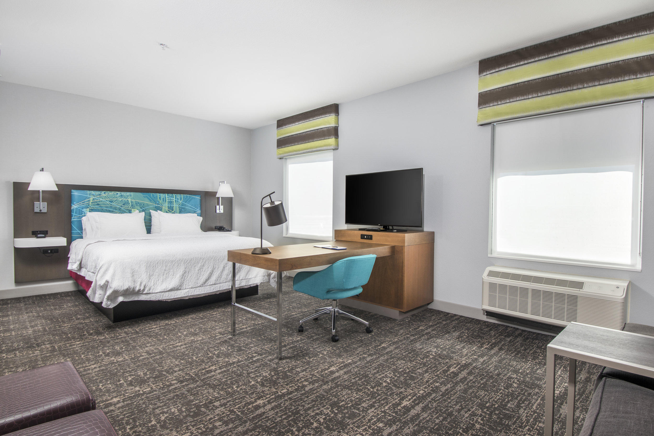 35_Hampton Inn Guest Room1.jpg