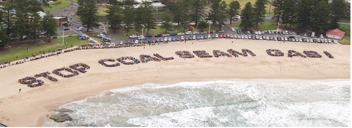 The Stop Coal Seam Gas human sign at Austinmer in 2011. Image source:  Bulli Times .