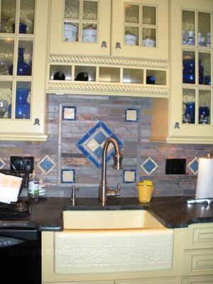 Kitchen design with colorful backsplash design.