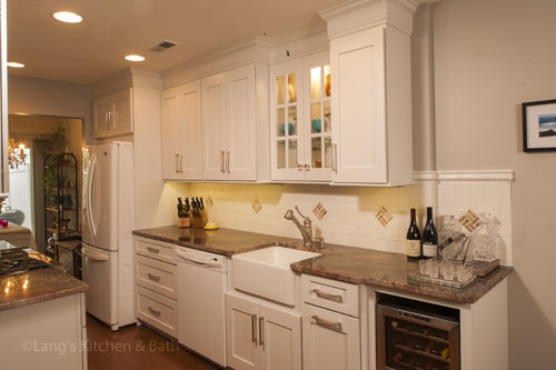kitchen design in Yardley, PA with built-in wine cooler and farmhouse sink