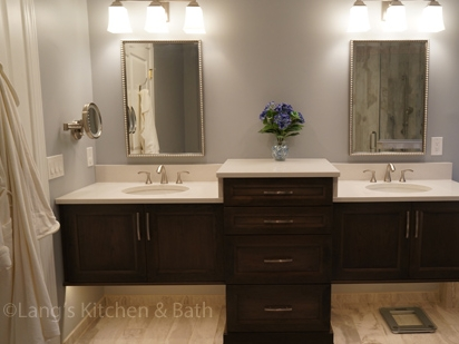 Traditional bathroom design with freestanding vanity
