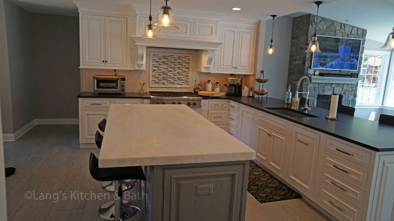 Kitchen design with island and peninsula