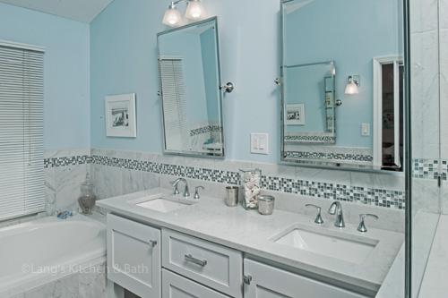 Bath design with blue walls