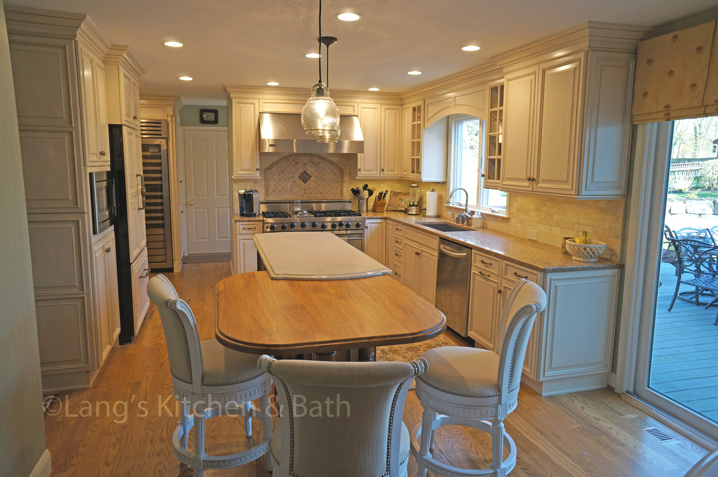 Kitchen island with tabletop and dining chairs