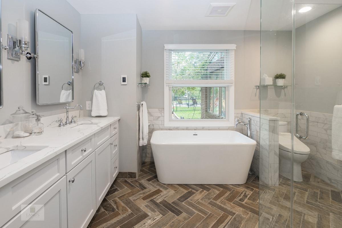 Chic Bathroom Design