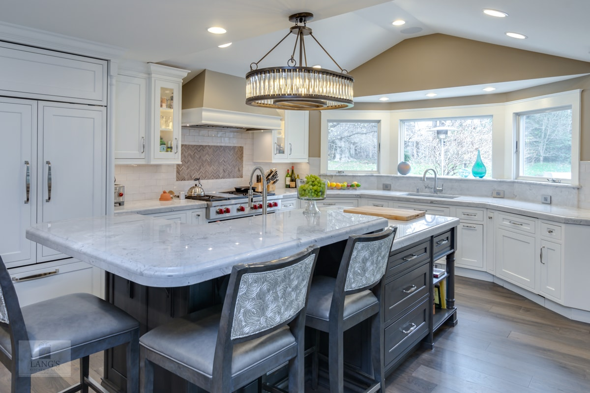 Kitchen design with bi-level countertop