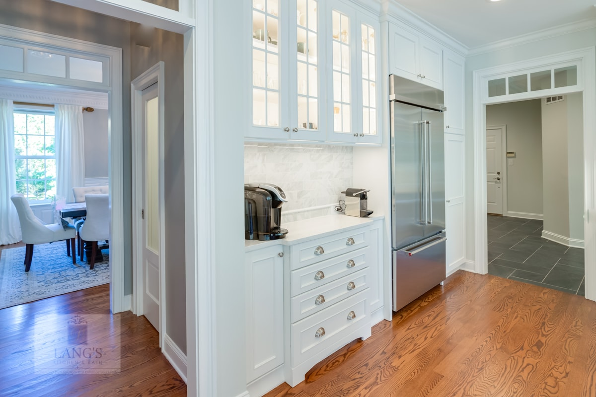 white kitchen design with under cabinet and in cabinet lighting