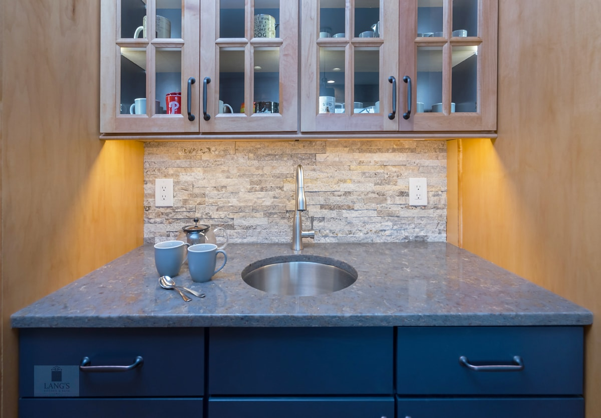 beverage bar with cup storage and sink