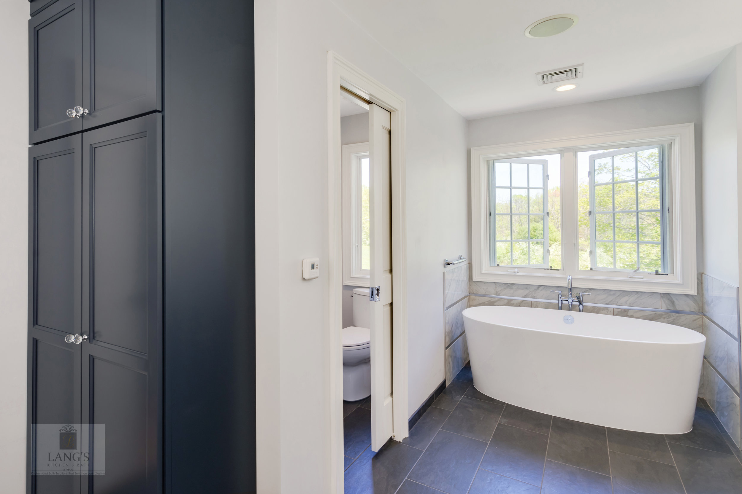 bathroom design with toilet compartment