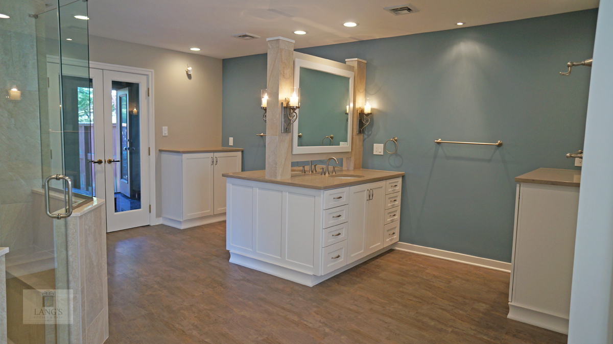 bathroom design with vanity cabinet
